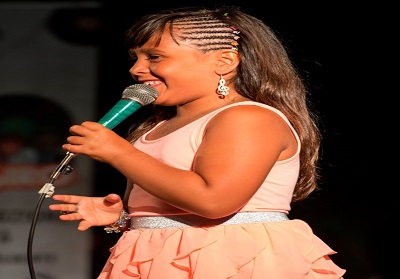 """La piccola cantante, Raffaella Scagliola premiata come """"Eccellenza Artistica Calabrese"""""""