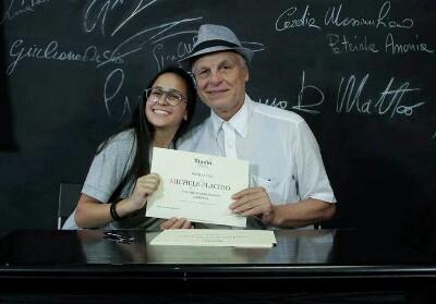 La giovane attrice calabrese Denise Sapia incanta Michele Placido