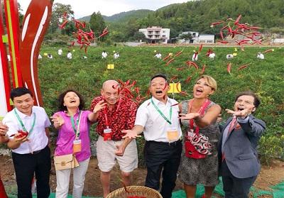 """Diamante: I Cinesi di Guizhou alla scoperta della """"capitale"""" del peperoncino e della Calabria"""
