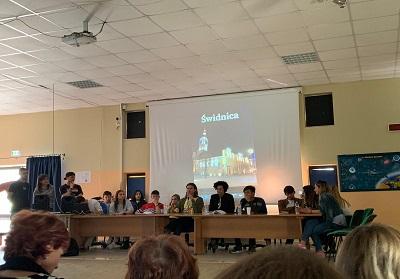 """Scalea: Presentato al Liceo Metastasio il Progetto Intercultura """"Scambio di classe"""" Swidnica, Polonia"""