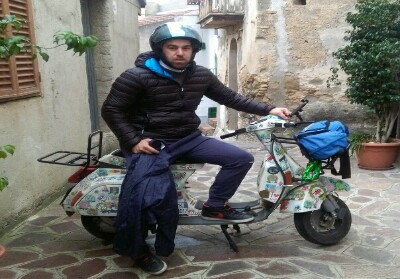 Cosenza: Con la sua Vespa PK50, Andrea Fucile va alla scoperta dell'Europa