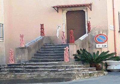 L'artista locale Pino Tosto è tornato ad esporre a Cirella