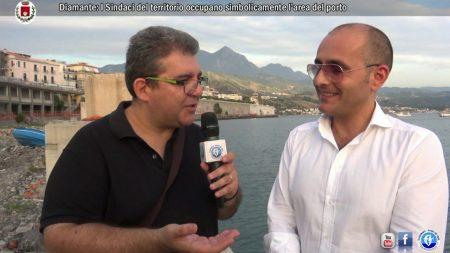 Il Sindaco di Diamante Ernesto Magorno insieme agli altri Sindaci dei Comuni del territorio occupano l'area del porto- Video/Interviste