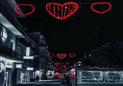 """Diamante celebra San Valentino, luminarie e una festa per le coppie """"d'Oro"""""""
