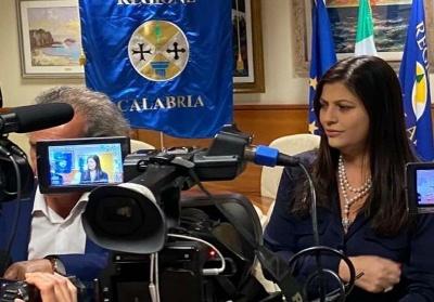Da oggi in Calabria è obbligatorio l'uso della mascherina anche all'aperto