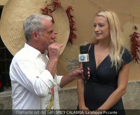 """Diamante set del Film """"Spicy Calabria- La Mappa Piccante""""- Backstage ed interviste con Gianni Pellegrino"""