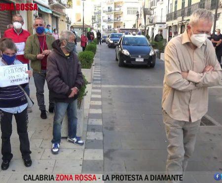 """Calabria """"zona rossa"""". La protesta a Diamante"""
