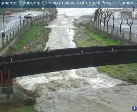 Diamante: Il torrente Corvino in piena distrugge il Presepe Luminoso