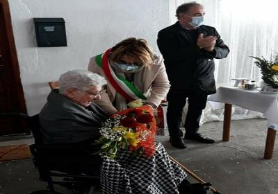 Il Comune di Cetraro fa gli auguri ad Angelina per i suoi 100 anni