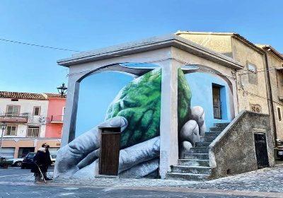 Santa Maria del Cedro: Antonino Perrotta termina la sua seconda opera murale per il progetto Laos