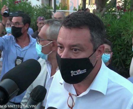 Matteo Salvini in visita a Diamante tra applausi e contestazioni – Servizio