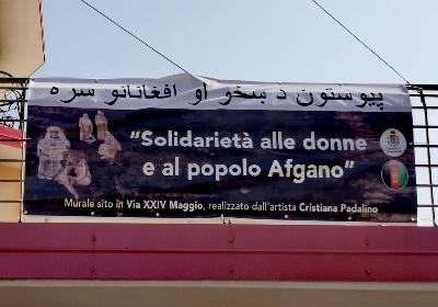 Diamante. Esposto dal Palazzo di Città lo striscione di solidarietà alle donne e al popolo afgano